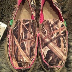 SANUK woman's slip on loafer's Mossy Oak NWT